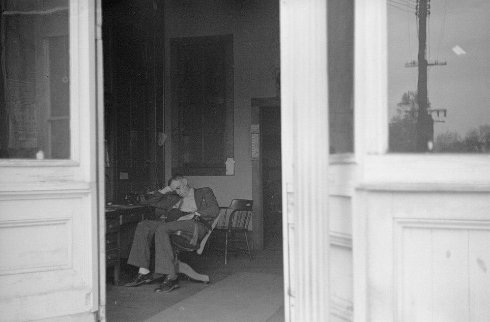lawyer sleeping in chair, Goldsboro, John Vachon photographer, 1938