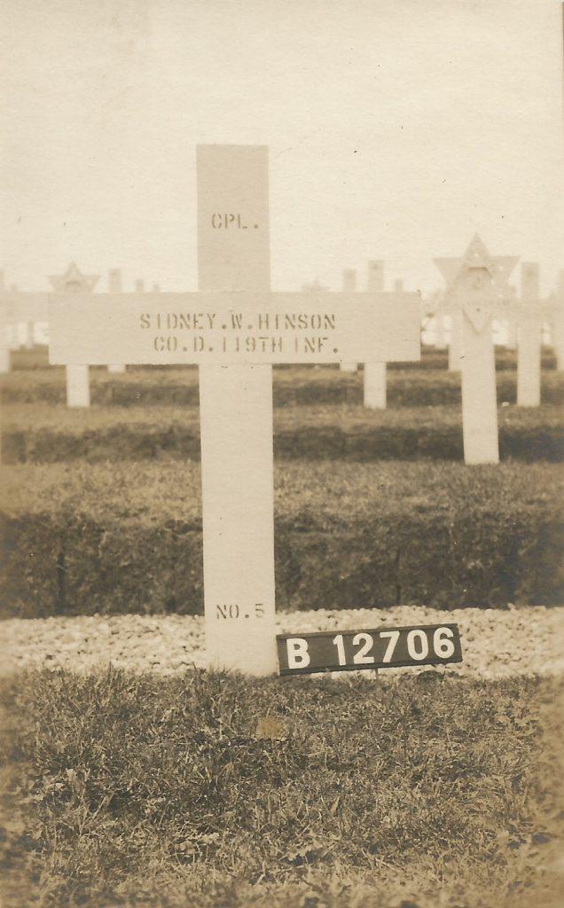 Red Cross Photo of temporary grave in France